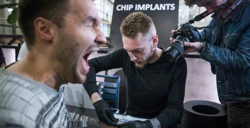 En Suecia se implantan chips subcutáneos