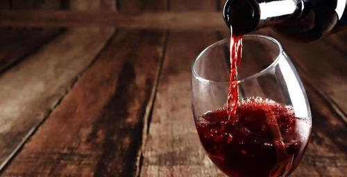 El vaso que transforma el agua en vino