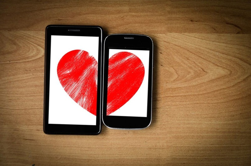 How did technology and social networks transform couple love?