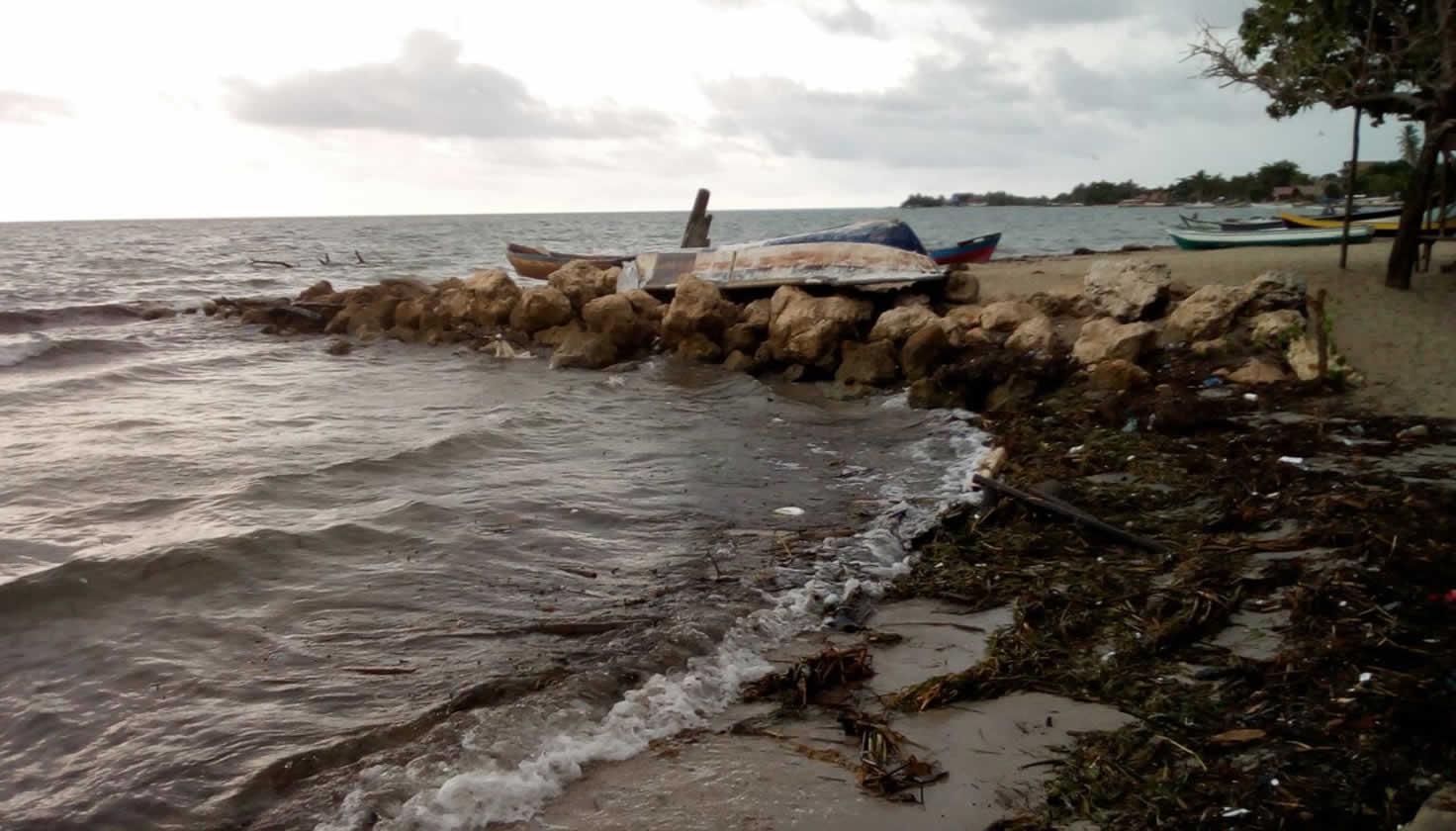 La playa que desaparece frente a los ojos de la gente de Rincón del Mar