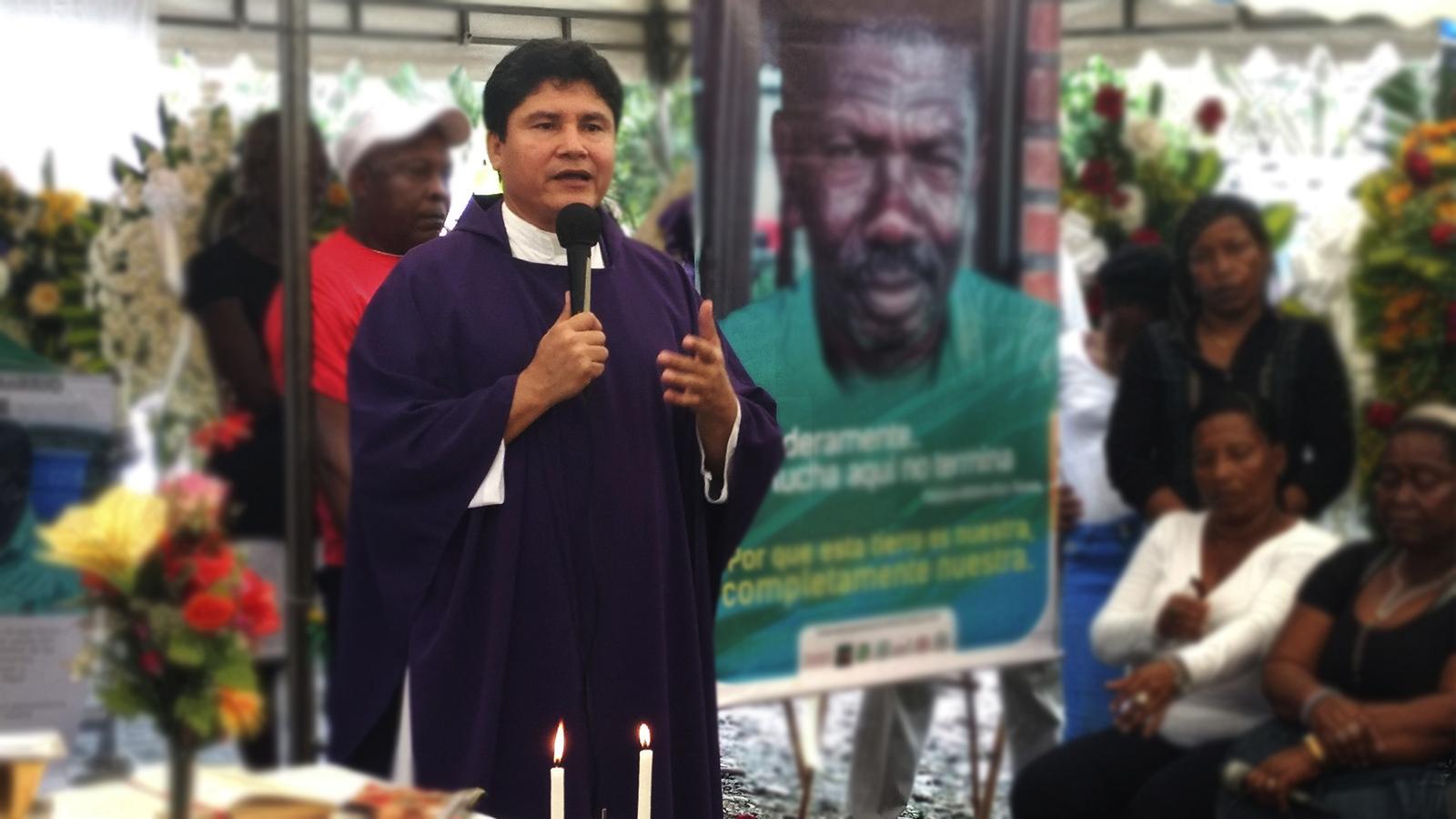 Un sacerdote, el nuevo líder social amenazado en Buenaventura