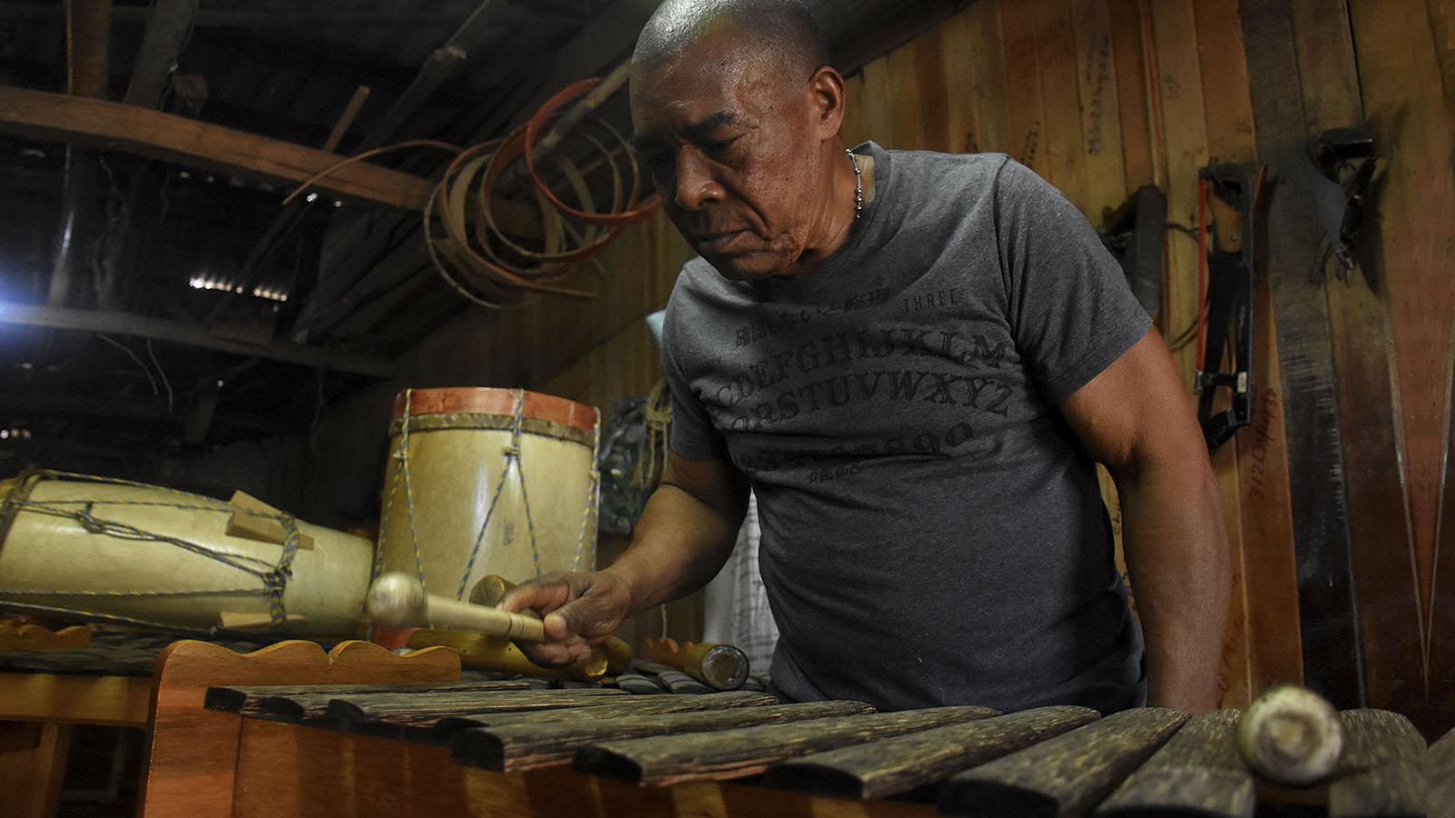 Baudilio, el rey del 'piano de la selva' en el Pacífico