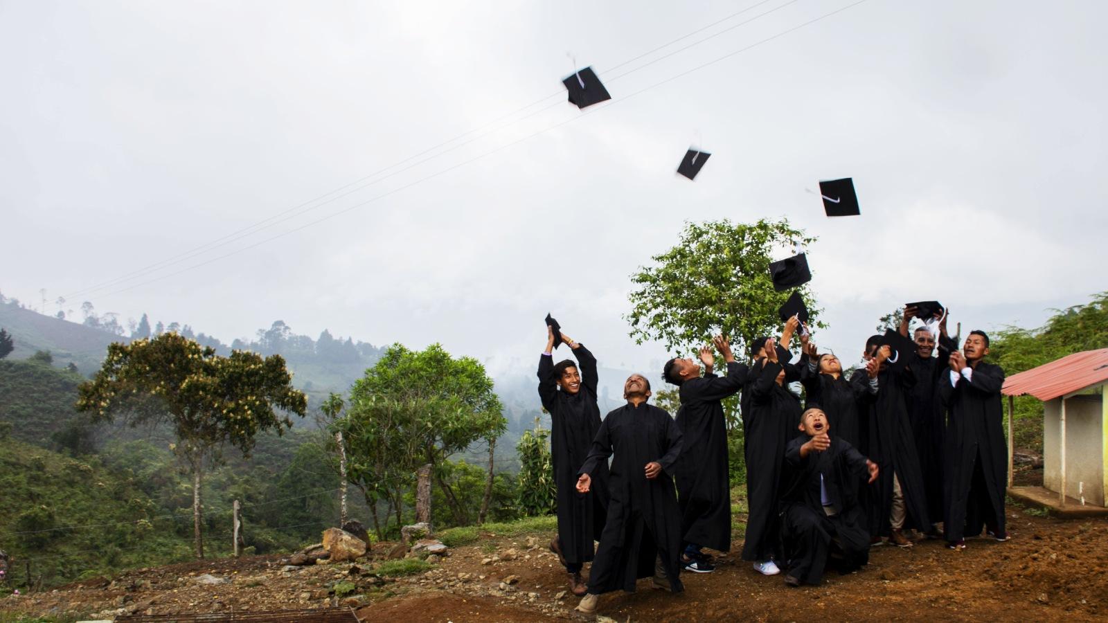 Excombatientes de las Farc, graduados, pero entre sueños y dudas