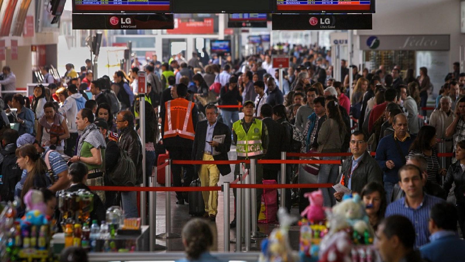 ¿Turistas extranjeros o migrantes? El Gobierno corrige sus propias 'cuentas alegres'
