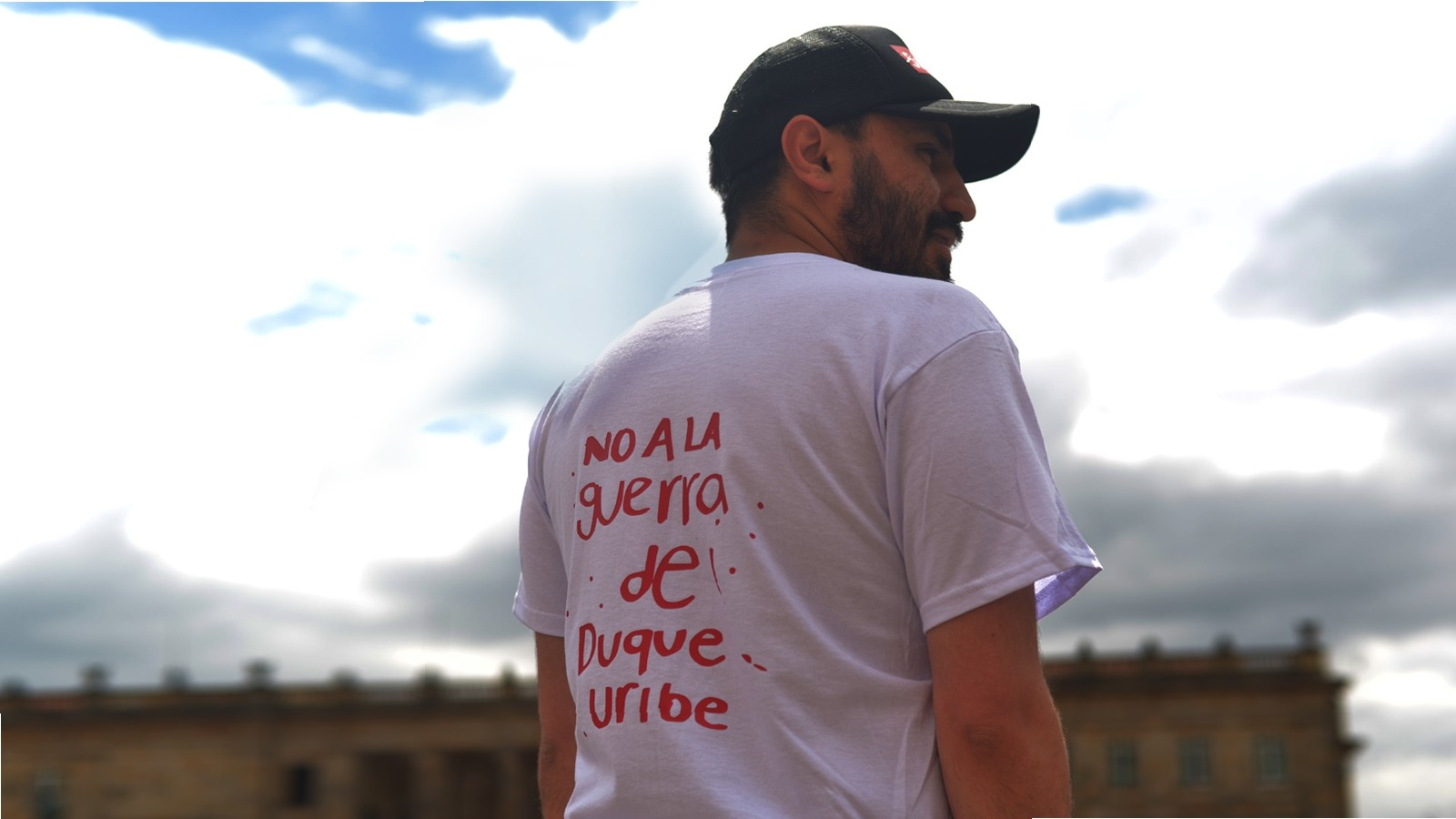 ladob/bogota/camiseta-no-a-la-guerra-de-duque-uribe-