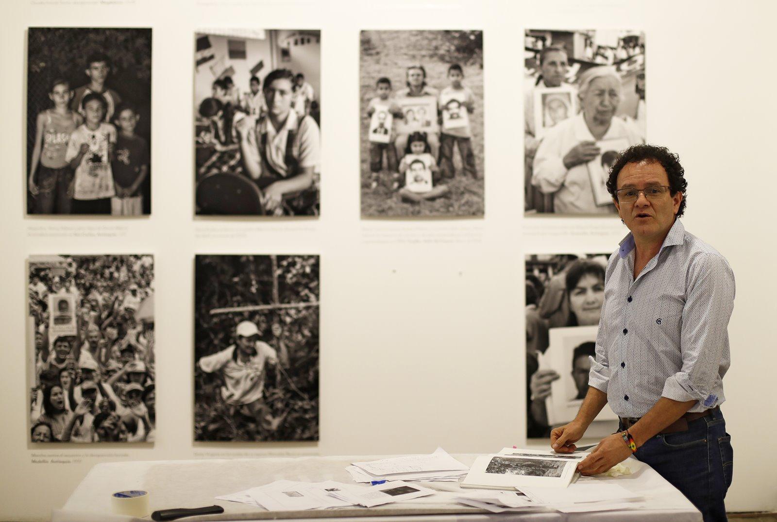 Las lecciones de Jesús Abad Colorado, el fotógrafo que más ha retratado el conflicto en Colombia