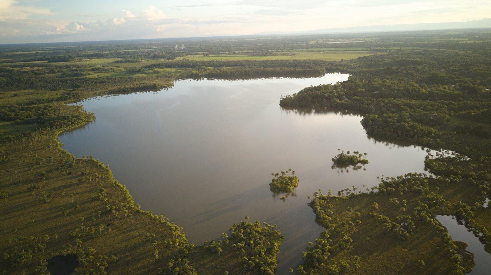 Lomalinda, la increíble laguna que tiene la forma del mapa de Colombia