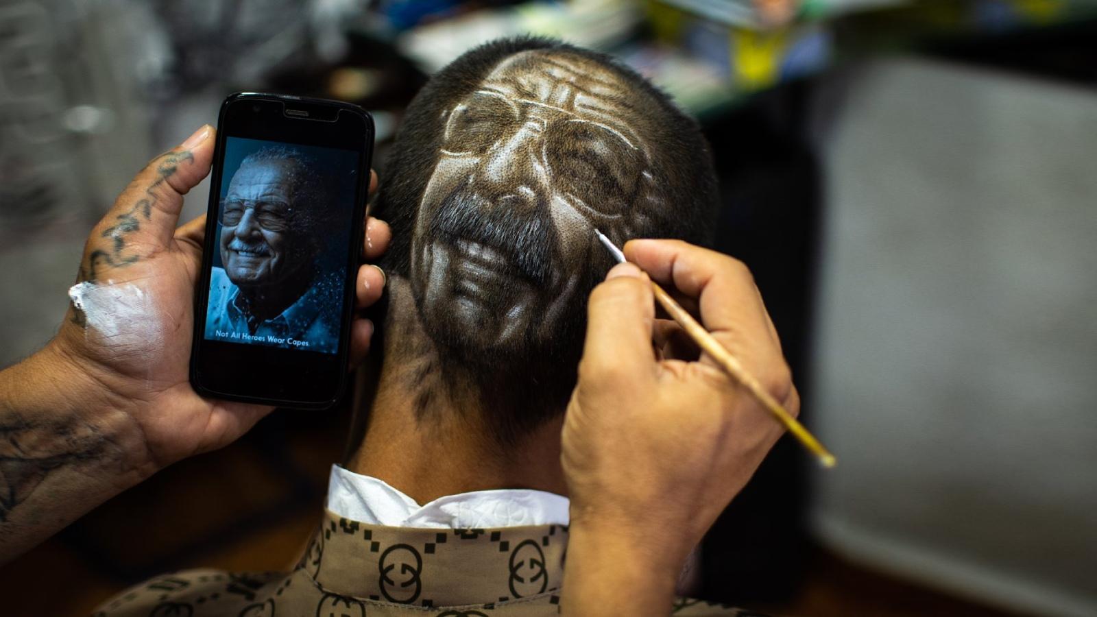 Cabezas lienzo: peluquería hiperrealista en Cali