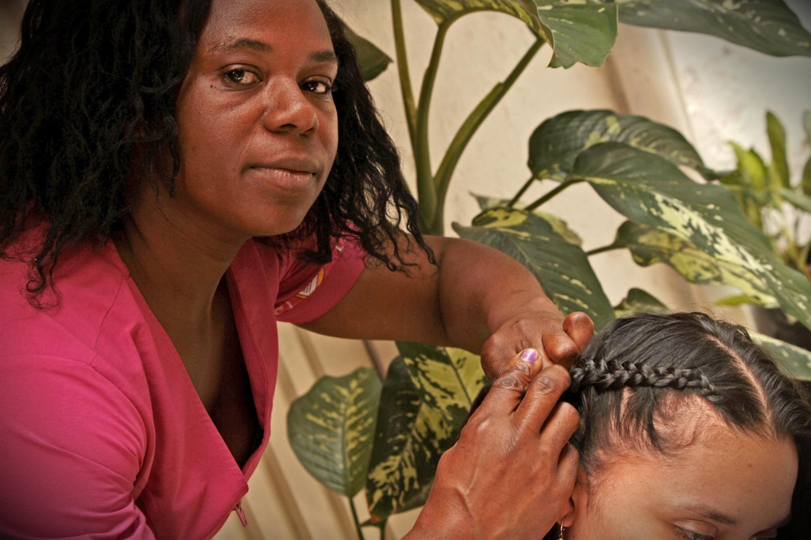 historias/cauca/la-mujer-que-conserva-la-tradicion-de-los-peinados-afro-en-cauca-