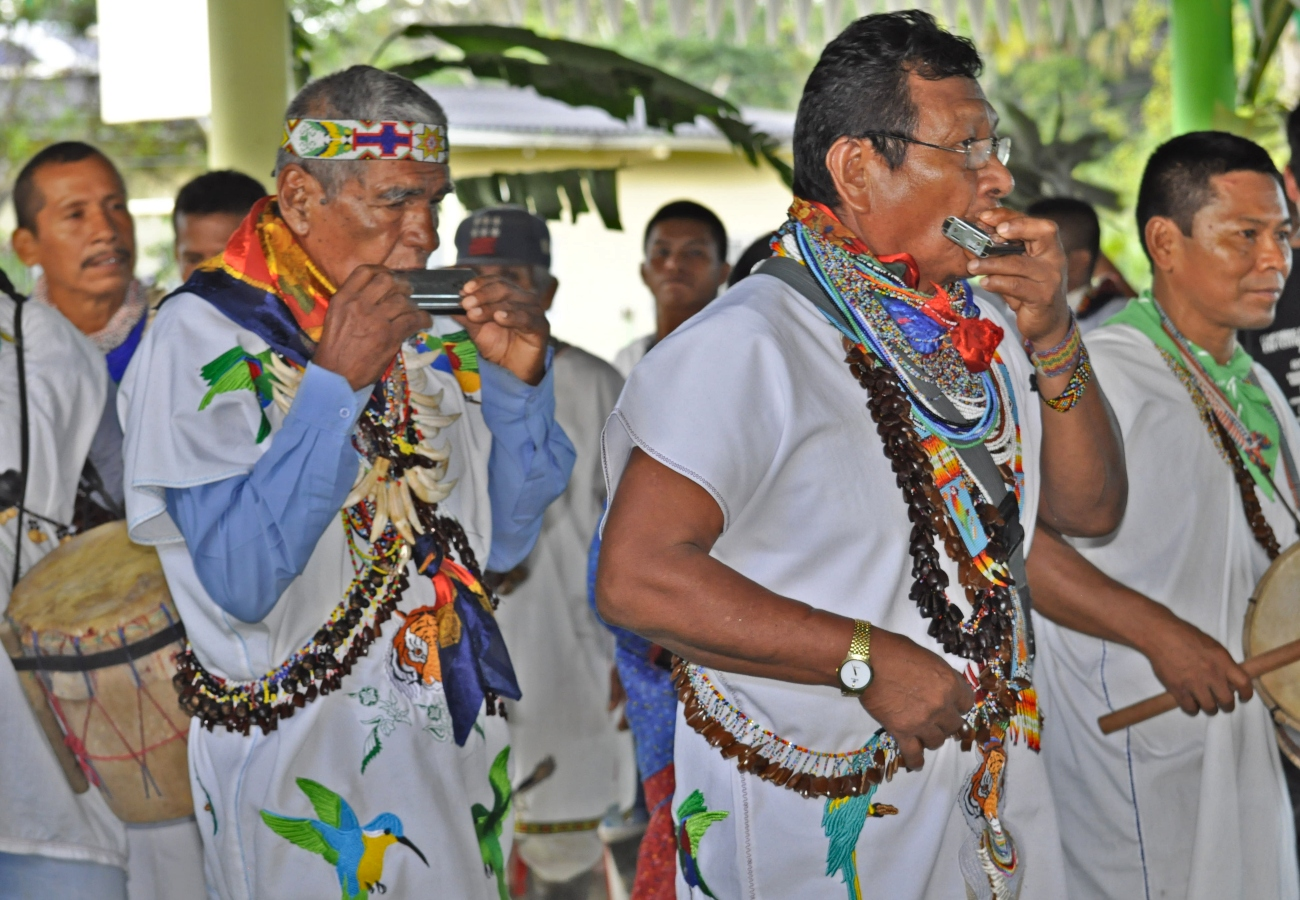 historias/putumayo/los-indigenas-siona-luchan-por-sobrevivir-en-medio-de-la-mineria-el-auge-petrolero-y-los-grupos-armados-ilegales-que-azotan-a-putumato