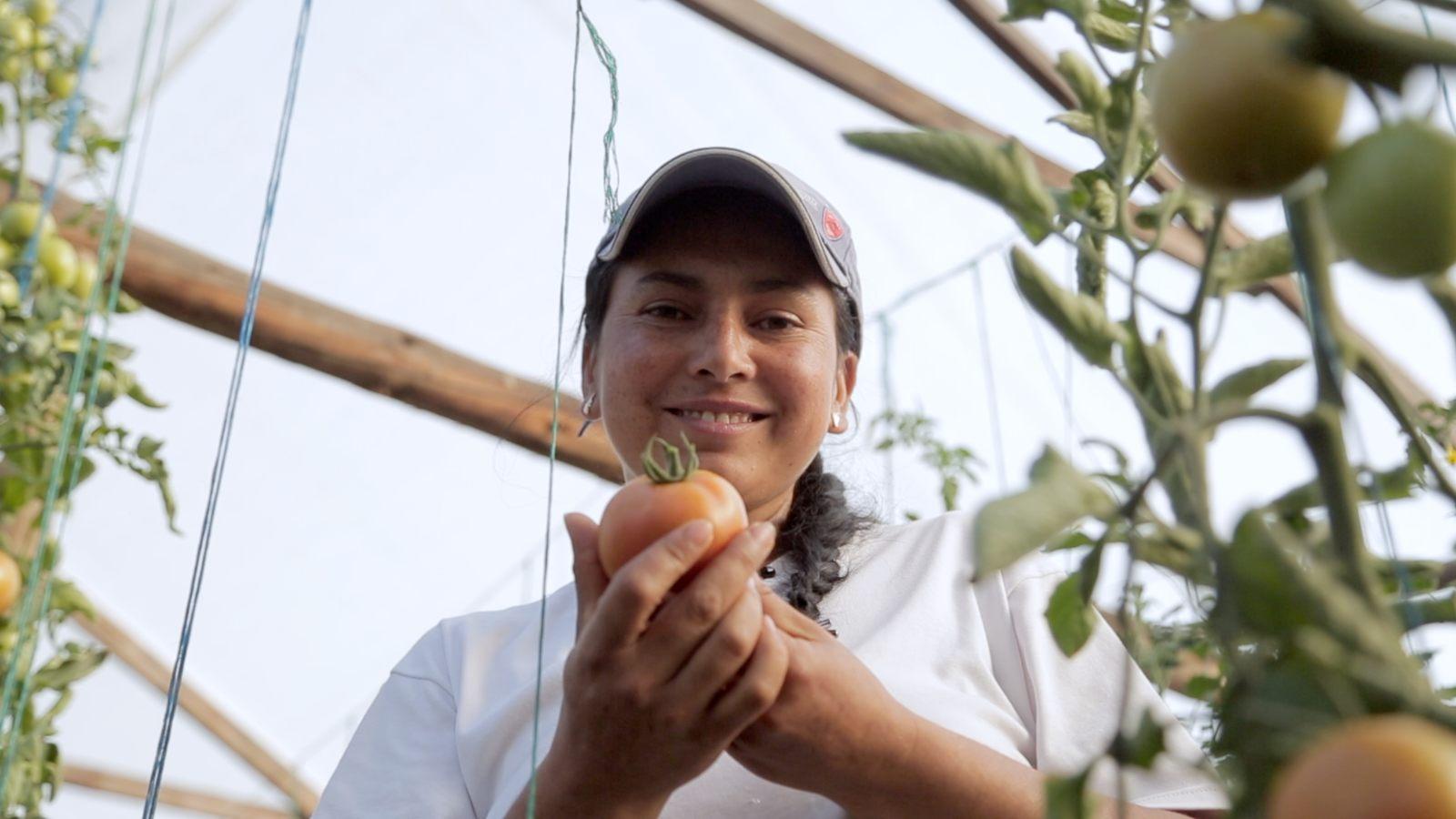 Día Mundial De La Mujer Rural | Angélica y la huerta sostenible que la hizo renacer