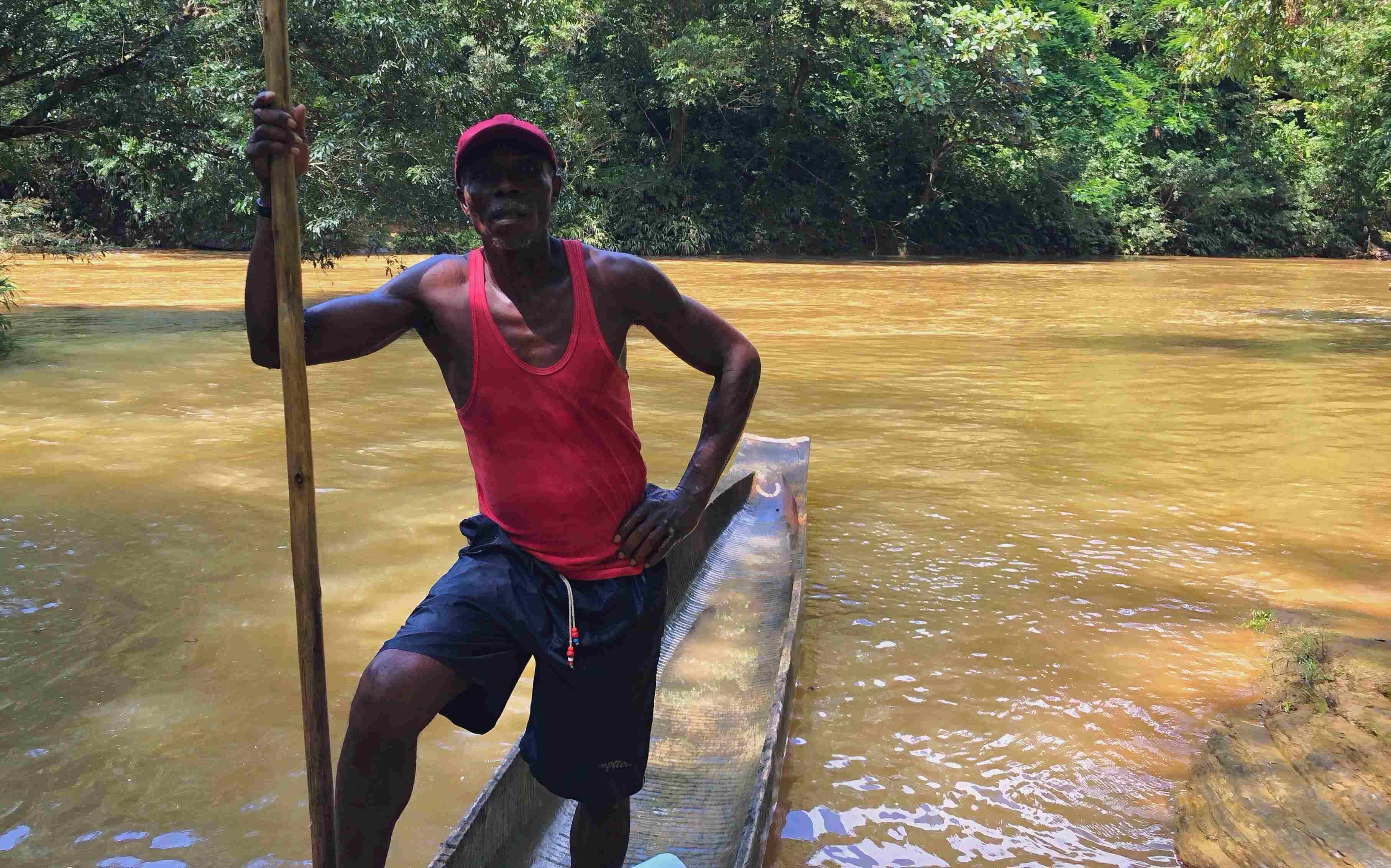 Gusano, el mejor canoero del río Tutunendo