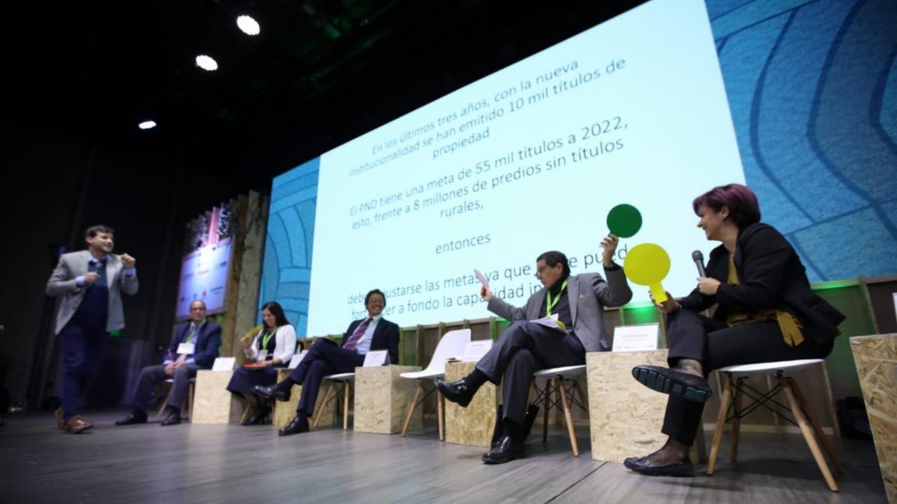El de tierra, el panel más polémico de la Cumbre Colombia Rural