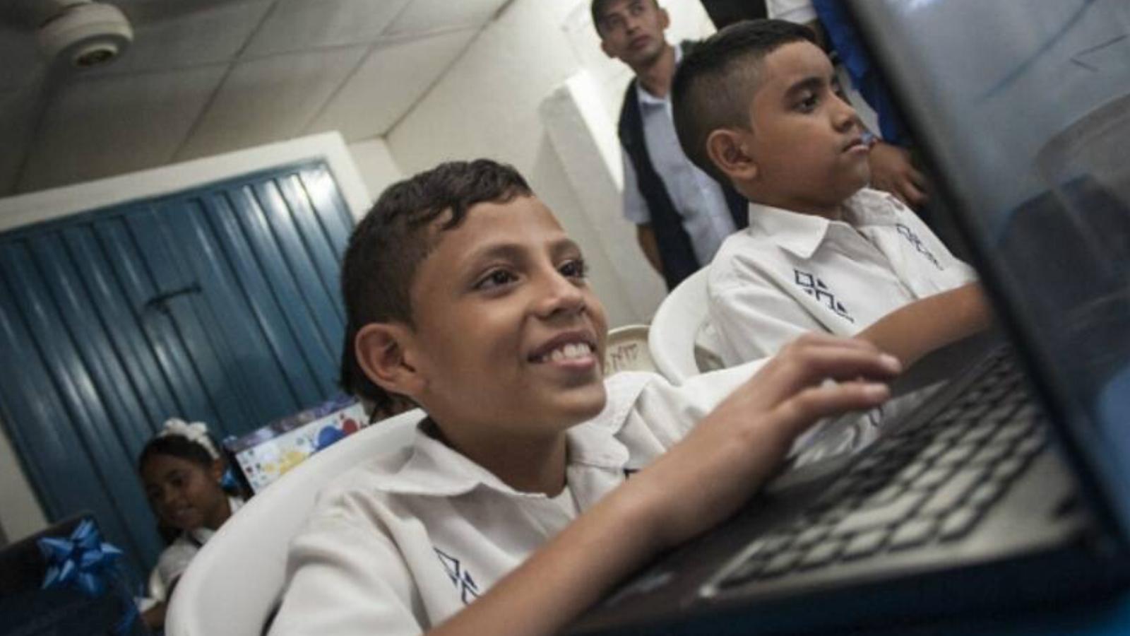 Canales públicos educan a los niños durante la cuarentena