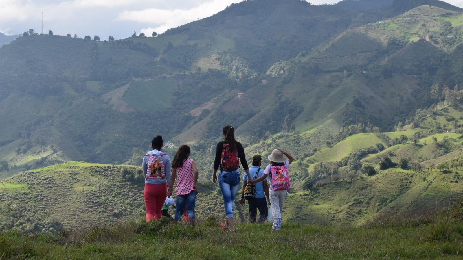 Niños del campo celebran su día cuidando la naturaleza
