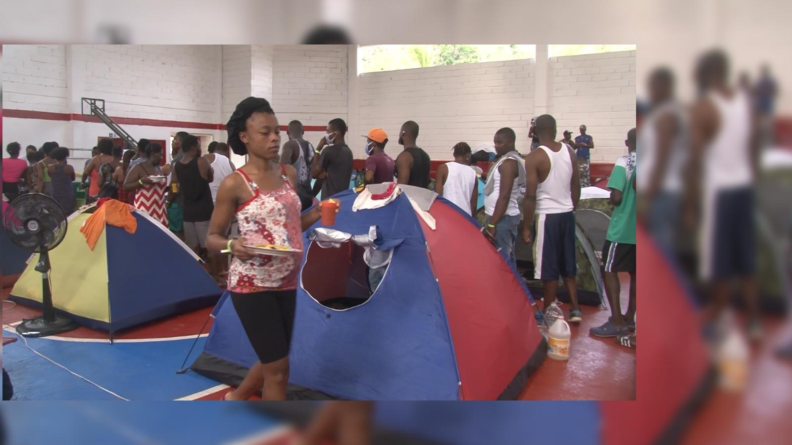 EN VIDEO | Migrantes africanos, indios, haitianos y cubanos varados en Colombia piden ayuda