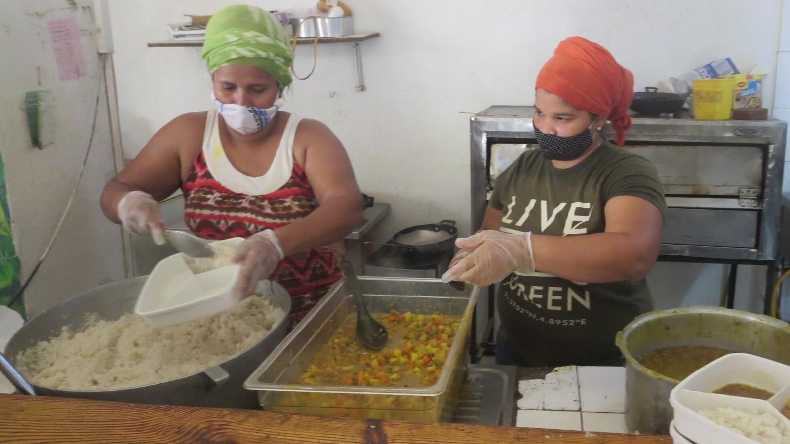 El restaurante que pasó de vender langosta a donar 600 almuerzos diarios
