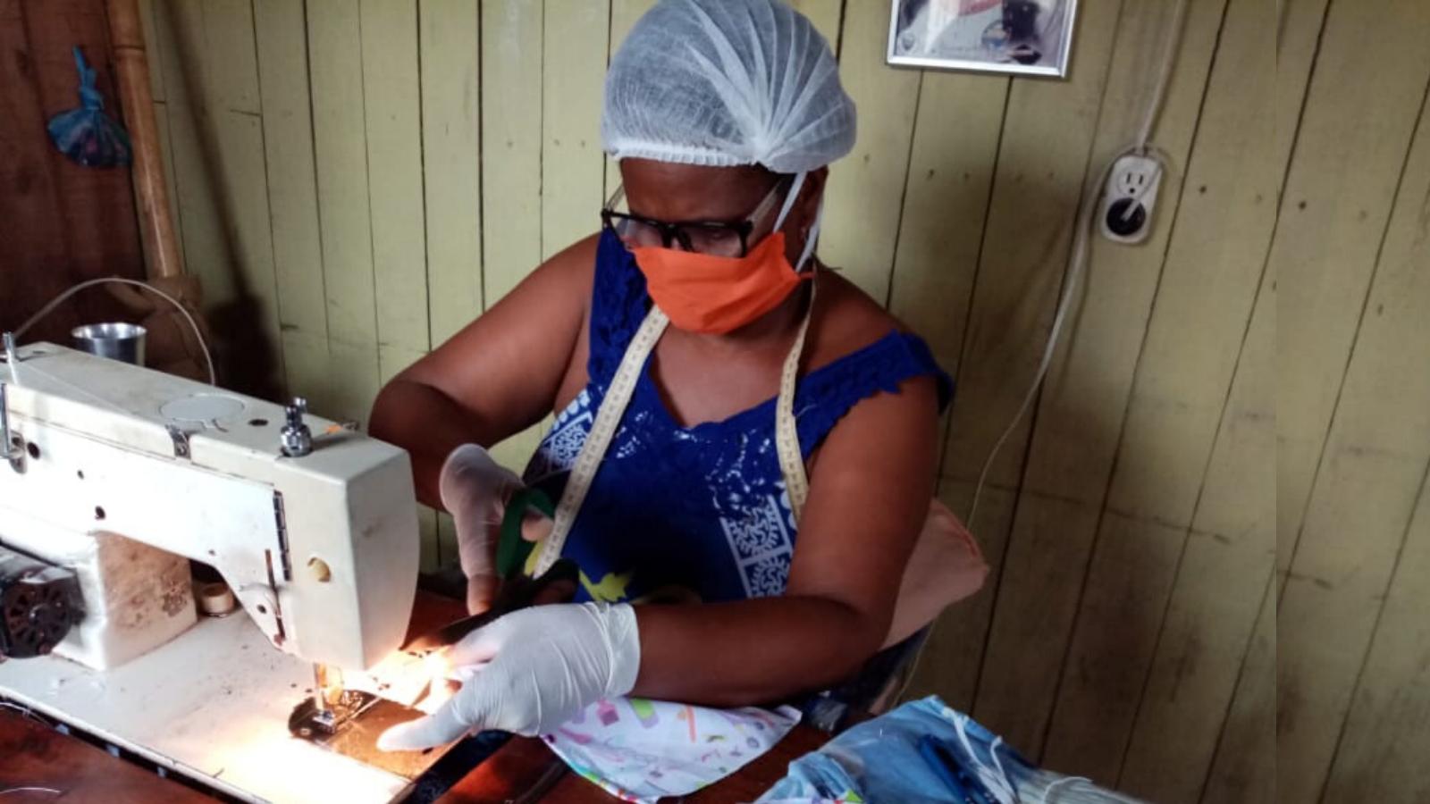 Las emprendedoras tumaqueñas que donarán 6.400 tapabocas