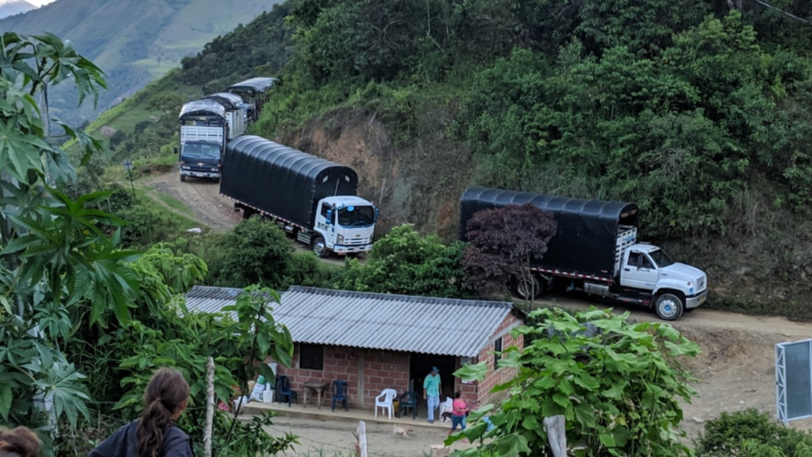 Caravana de excombatientes de FARC-EP llega a Mutatá, Colombia