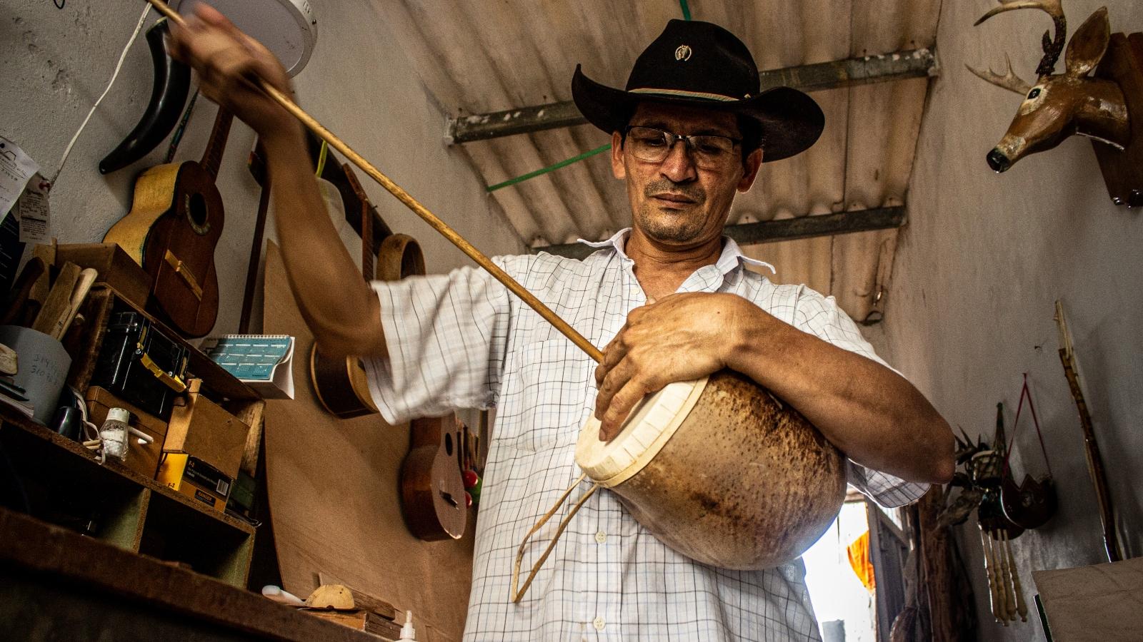 galeria--el-artesano-de-instrumentos-que-rescata-el-sonido-llanero-del-totumo
