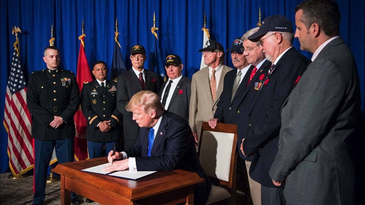 President-Trump-Signs-a-Presidential-Proclamation-for-the-50th-Anniversary-of-the-Vietnam-War