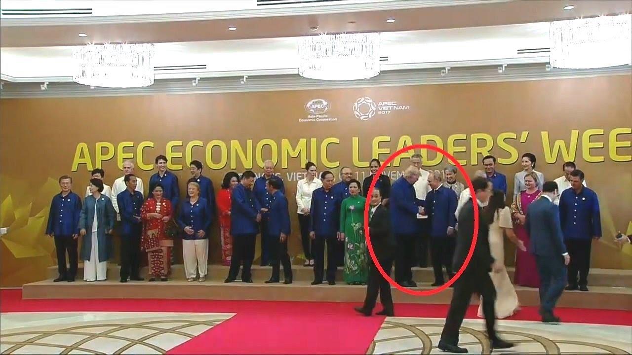 President-Trump-Greets-Vladimir-Putin-at-APEC-2017-Gala-111017