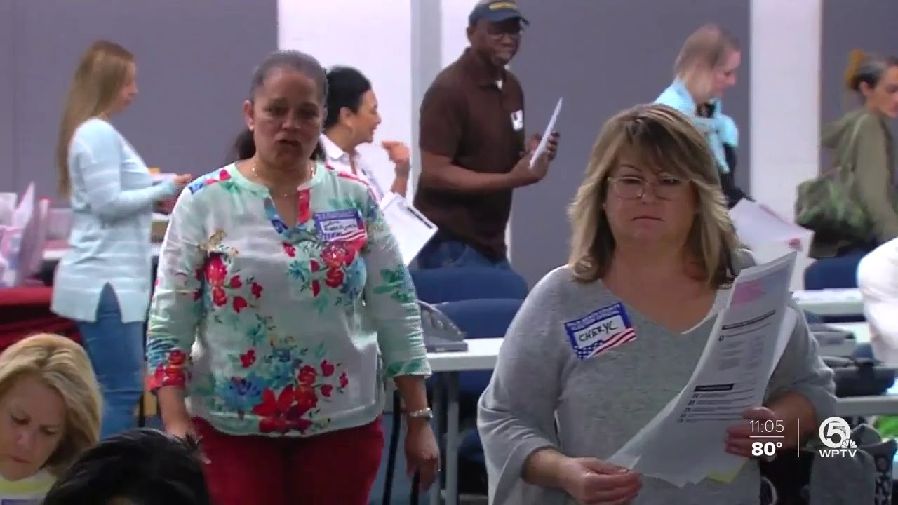 People-voting-at-the-Palm-Beach-County-Supervisor-of