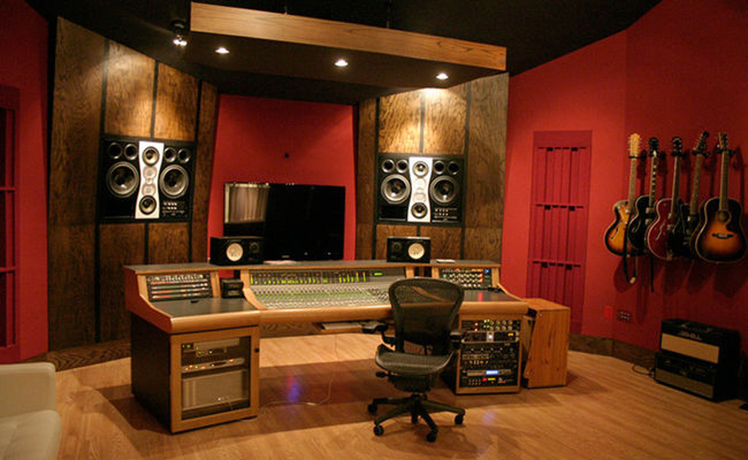 how to design the perfect home music studio electronic house. Black Bedroom Furniture Sets. Home Design Ideas