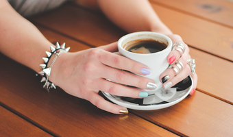 Kaboompics.com female hands with jewelry and cup of coffee