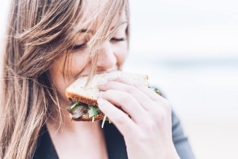 Five Tips for Building Mindful Eating Into Your Busy Day