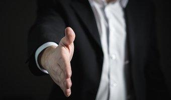 Handshake 2056023  340