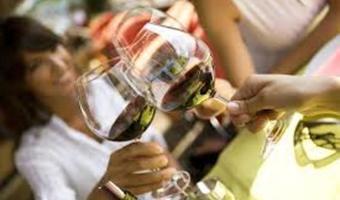 Women   wine2