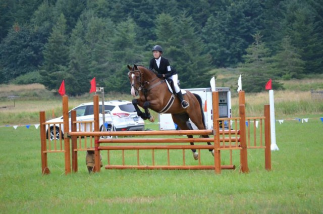 Kelsy Smith and Huxley Heights show jumping barefoot. Photo by Chesna Klimek.