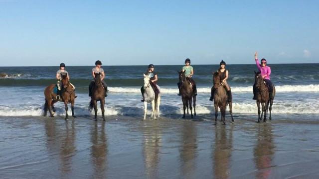 From left to right: Elena Carmichael, Liz  Lewis, Natalie Burkhart, Caroline Burkhart, Grace Netter and Lauren Romanelli. Photo by Claire Tyner.