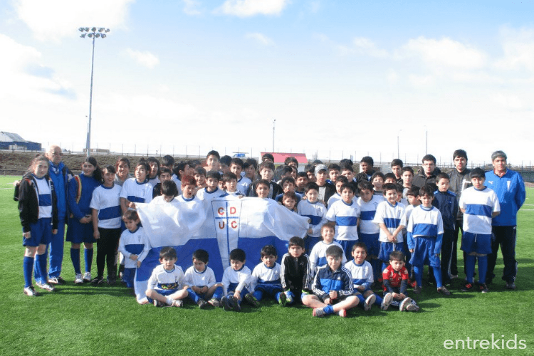 Entrena a tu hijo en la Escuela de Fútbol UC (Kinder Fútbol)
