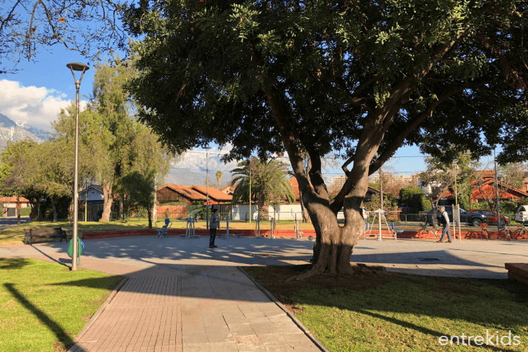 Plaza Pintora Aurora Mira