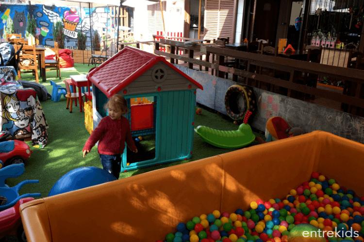 Café y juegos en ambiente familiar en Momo Coffe and Play