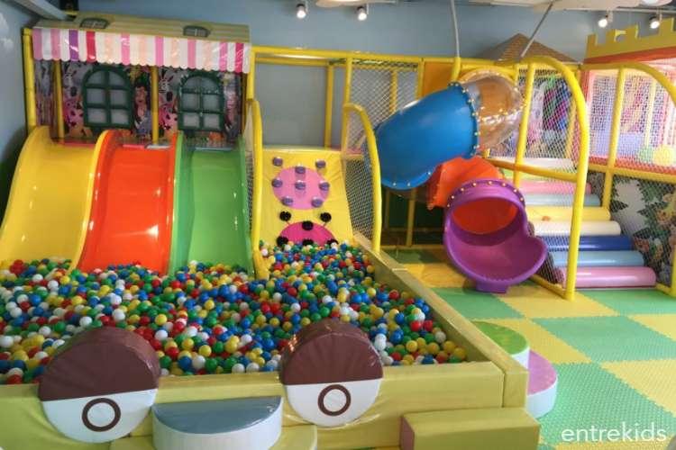 Cafetería para ti, diversión para ellos en Yupi Jump