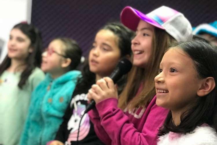 4 clases de Canto Infantil en Dartis Academia
