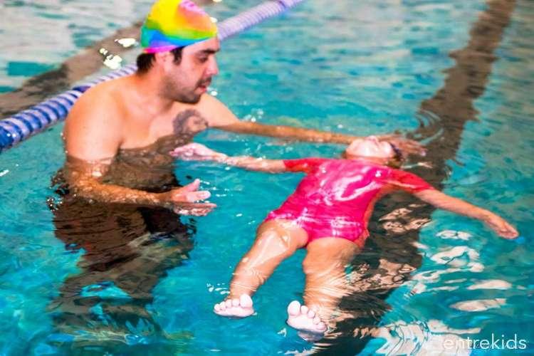 Clases de natación en Movimiento Activo
