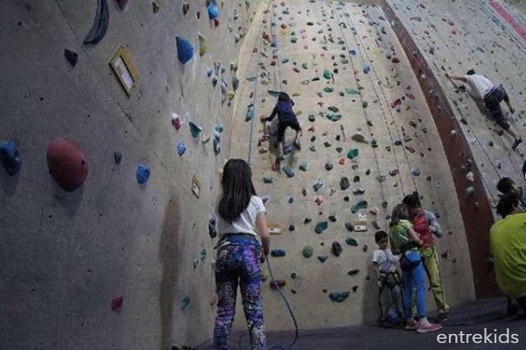 Escalada de prueba para niños y adultos en El Muro - Larraín