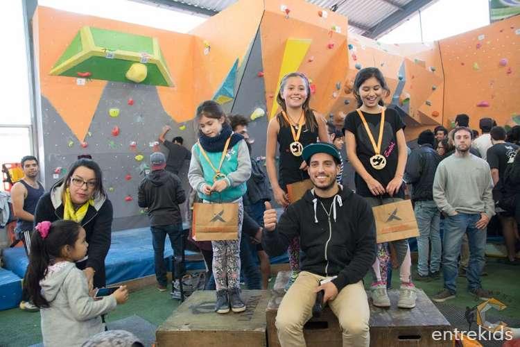 Clases de escalada en boulder para niños en Campus Climbing