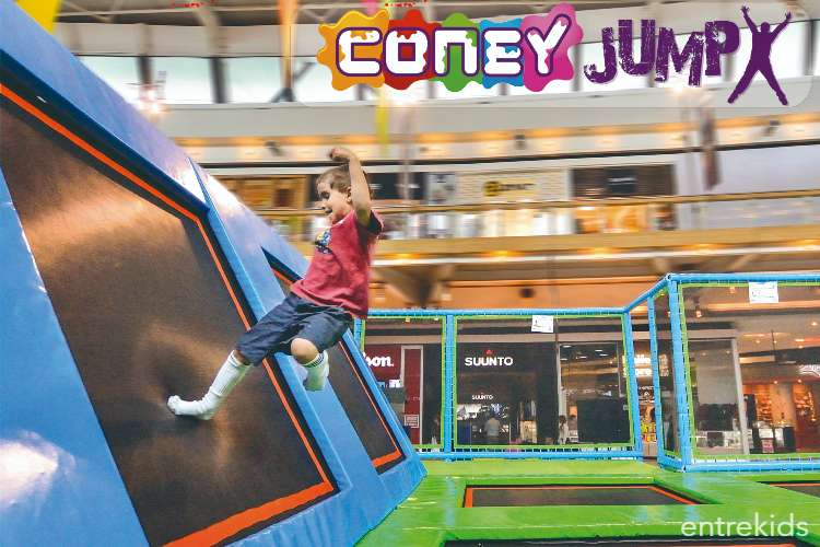Salta en Coney Jump - La Fabrica Patio Outlet