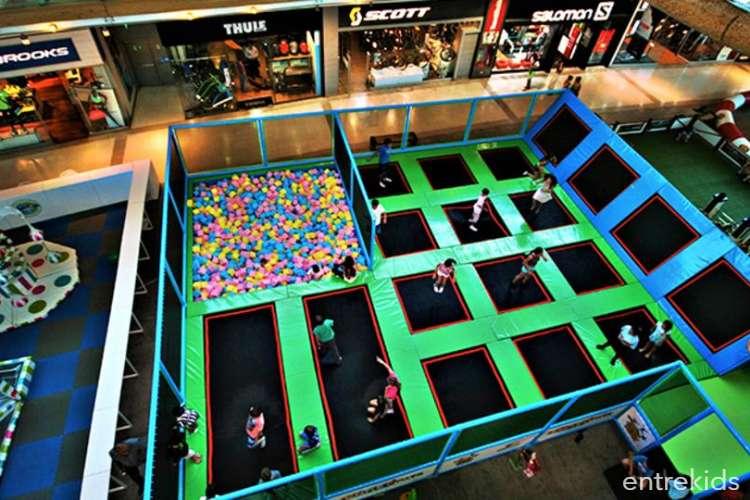 Ven a saltar en Coney  Jump - Mall Plaza Vespucio