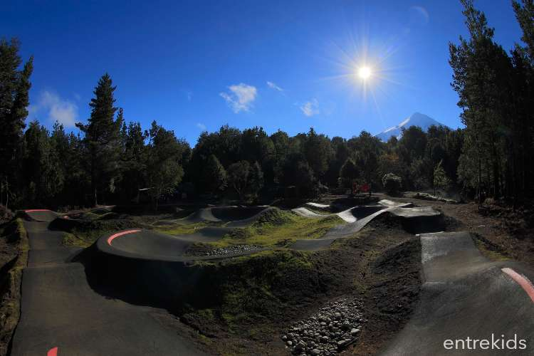 Disfruta el Pump Track asfaltado de Kotaix Bikepark