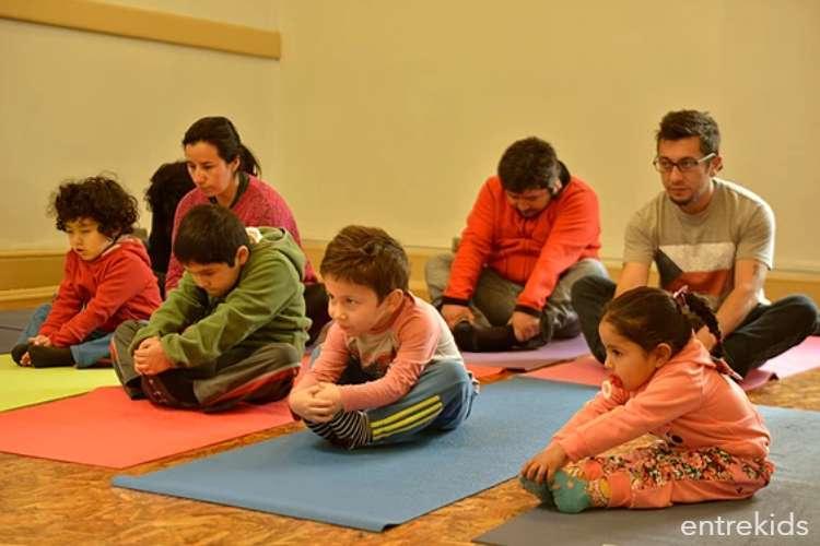 Taller de introducción al yoga en ambiente Montessori