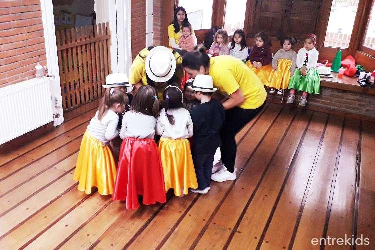 Aprende todo sobre Danzas Latinoamericanas en Talleres Rayün