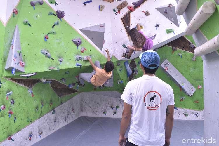 Clases de escalada deportiva para niños en Boulder Coffee
