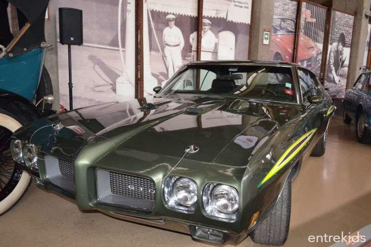 Entrada al museo de Automóviles Antiguos y Clásicos