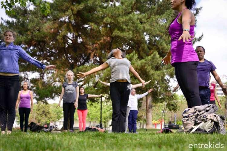 Celebración del Día del Yoga en Providencia